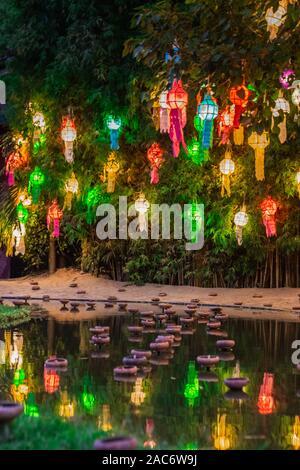 Loi Krathong lantern Festival findet jährlich im November jedes Jahr. Zeigen von Respekt und Verehrung. Festival in Chiang Mai Thailand. - Stockfoto