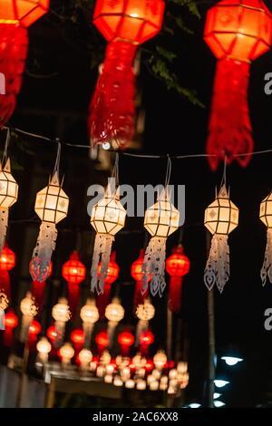 Loy Krathong Festival in Chiangmai. Schwebende Ballons aus Papier. Festival findet jährlich im November. - Stockfoto