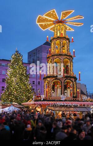 Weihnachtsmarkt in Halle (Saale), Deutschland; Weihnachtsmarkt in Halle - Stockfoto