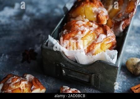 Hausgemachte Apple Fritters mit Zimt Glasur/Herbst Thanksgiving Desserts