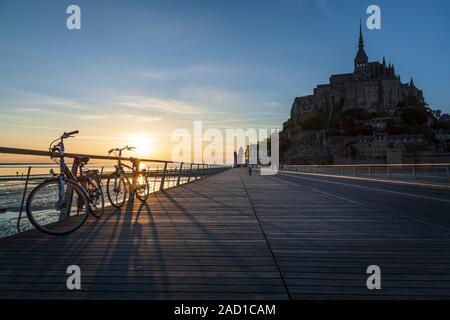 Sonnenuntergang am Mont Saint-Michel, Normandie, Frankreich - Stockfoto