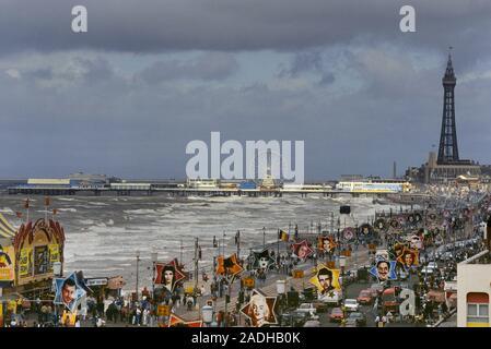 Erhöhten Blick auf die Goldene Meile, Blackpool, Lancashire, England, Großbritannien - Stockfoto