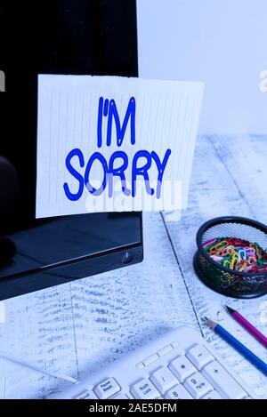Konzeptionelle Hand schreiben, tut mir Leid. Konzept Bedeutung für Vergebung zu empfehlen Sie unintensionaly verletzt beachten Sie Papier mit schwarzem Bildschirm geklebt zu Fragen - Stockfoto