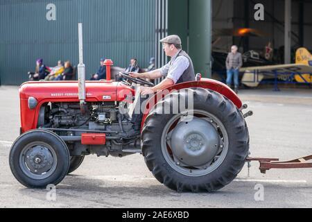 OLD WARDEN, BEDFORDSHIRE, Großbritannien, Oktober 6, 2019. Massey Ferguson beschränkt ist ein amerikanischer Hersteller von landwirtschaftlichen Geräten