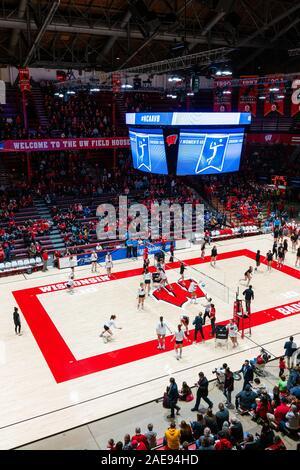 Die Universität von Wisconsin in Madison der Volleyballerinnen der Illinois State University Team in der ersten Runde des NCAA Division I für Frauen spielt - Stockfoto
