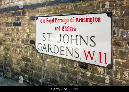 St Johns Gärten Straße Name sign, Royal Borough von Kensington und Chelsea, London, Großbritannien - Stockfoto