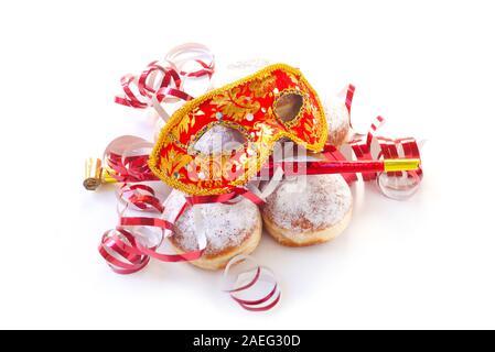 Dougnuts und Party waren isoliert auf weißem - Stockfoto