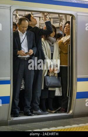 Schoolgirls Tokyo Japan Stockfotos und -bilder Kaufen - Alamy