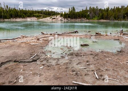 Von der heißen vulkanischen Quellen im Yellowstone National Park, Wyoming, USA Dampf