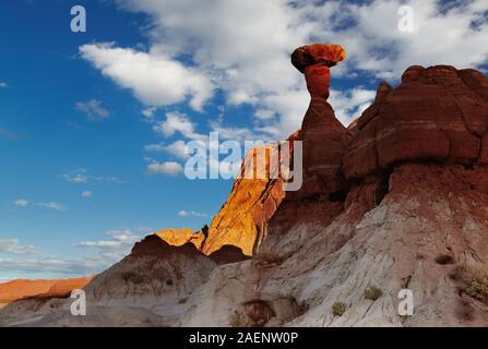 Toadstool Hoodoo erstaunliche Pilz geformten Felsen in der Wüste von Utah, USA - Stockfoto