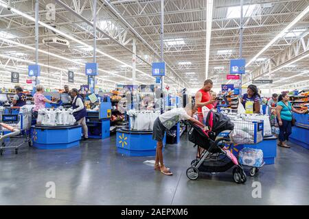 Miami Florida Hialeah Walmart rabatt Big Box Kaufhaus innen Innenraum shopping - Stockfoto