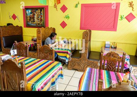 Florida Indiantown Florida Indiantown La Mexicana Restaurante Restaurant Interieur traditionell Dekor Stand mexikanische ethnische Lebensmittel bunte Textil-Tischl