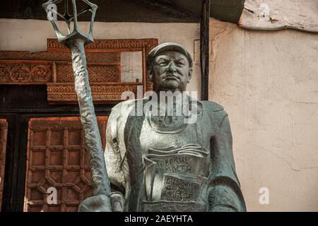 Russland, Moskau. Juri Luschkow - street cleaner Denkmal von Bildhauer und Maler Surab Zereteli. - Stockfoto