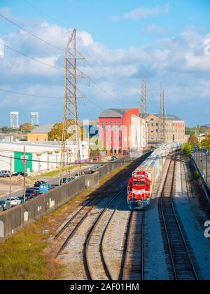 New Orleans, Louisiana, USA. Dezember 2019. Ein New Orleans öffentlichen Riemen (Nopb) Lokomotive im French Quarter entfernt. Die nopb ist ein Klasse III railro - Stockfoto