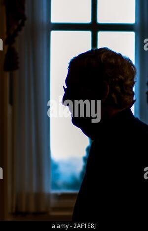 Washington, United States. 12 Dez, 2019. Mehrheitsführer im Senat, Mitch McConnell, R-KY, geht zurück zu seinem Büro nach sprechen die Medien nach der Senat Mittagessen auf dem Capitol Hill in Washington, DC, am Mittwoch, den 16. Oktober 2019. Foto von Kevin Dietsch/UPI Quelle: UPI/Alamy leben Nachrichten - Stockfoto