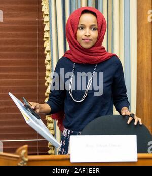 Washington, United States. 12 Dez, 2019. Rep. Ilhan Omar, D-MN, besucht eine Congressional Black Caucus Taskforce Forum auf schwarzen Jugendlichen Suizid und psychische Gesundheit, auf dem Capitol Hill in Washington DC am 7. Juni 2019. Foto von Kevin Dietsch/UPI Quelle: UPI/Alamy leben Nachrichten - Stockfoto