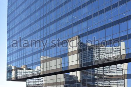 Der Vereinten Nationen (UNO City) Gebäude in modernen Glasfassade reflektiert, Donaustadt Wien Österreich. - Stockfoto