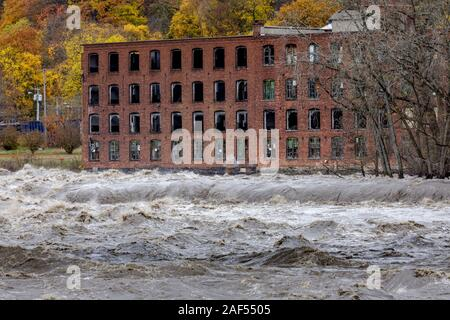 November 1, 2019: Hochwasser am Mohawk River, in dem Dorf Saint Johnsville, Montgomery County, New York, USA. - Stockfoto