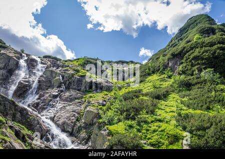 Berg Wasserfall Siklawa in polnischen Tatra-Gebirge. Tatra National Park - Stockfoto