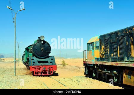 Jordanien, nostalgischen Zug und locomites im Wadi Rum station - Stockfoto