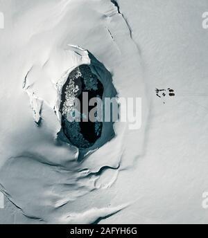 Wissenschaftler, die von der Caldera des Bardarbunga, Eiskappe des Vatnajökull, Island. - Stockfoto