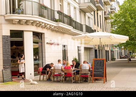 Restaurant am Kollwitzstrasse im Bezirk Prenzlauer Berg, Berlin, Deutschland - Stockfoto