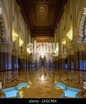 CASABLANCA, MAROKKO - ca. April 2018: Innenraum der Moschee Hassan II in Casablanca. - Stockfoto