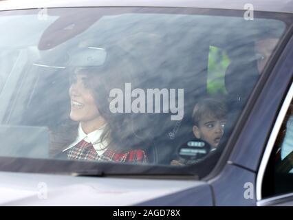 London, Großbritannien. 18 Dez, 2019. Kate Middleton (Herzogin von Cambridge), fahren, vielleicht Prinz Louis hinter, waren unter den Gästen als Mitglieder der Königlichen Familie mit jährlichen Weihnachten Königin Elisabeth II. das Mittagessen, am Buckingham Palace, London, am 18. Dezember 2019. Credit: Paul Marriott/Alamy leben Nachrichten - Stockfoto