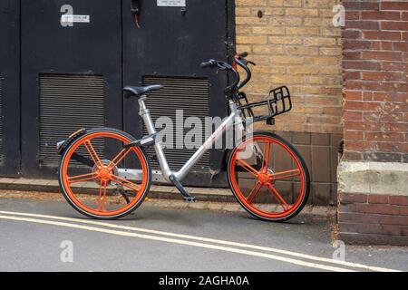 Cambridge, UK, 1. August 2019. Mobike, auch als Meituanbike bekannt, ist ein vollständig Station weniger Fahrrad-System mit Sitz in Peking, China - Stockfoto