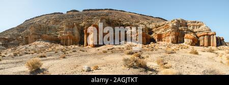 Malerische Wüste Klippen, Red Rock Canyon State Park, Kalifornien. Panoramaaussicht - Stockfoto