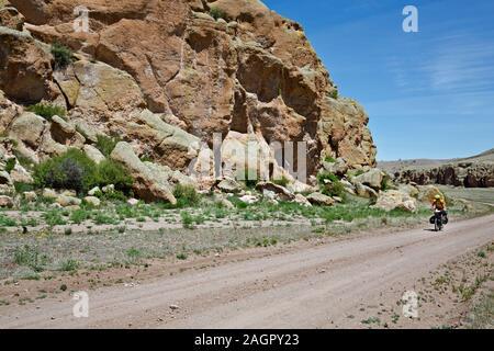 NM 00194-00 ... NEW MEXICO - bunte Klippen entlang der Großen Route in einem offenen Tal südlich von Collins Park verteilen. - Stockfoto