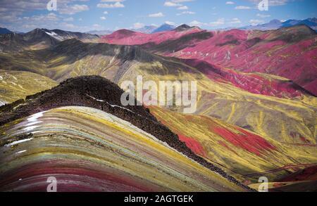 Red Valley in der Nähe des Rainbow Berg in Palccoyo, Cusco, Peru - Stockfoto