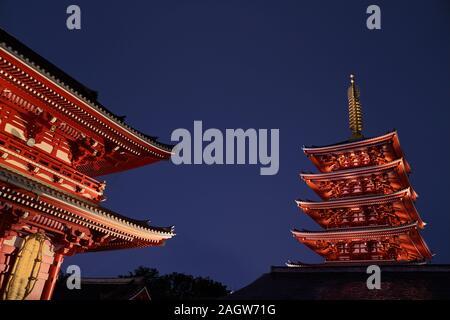 Szenischen der Nacht Blick von Asakusa Tempel in Tokio, Japan - Stockfoto