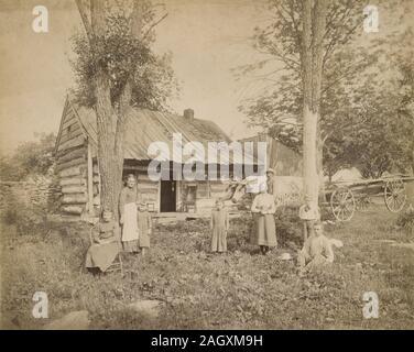 """Antike 1890 Foto, """"Familie und Haus im Staat New York in der Nähe von Binghamton."""" Quelle: original Foto - Stockfoto"""