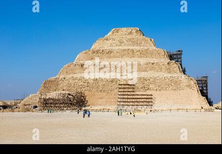 Der berühmten Stufenpyramide des Djoser in Sakkara (oder Sakkara), einer alten Grabstätte, die nekropole Für die altägyptische Hauptstadt, Memphis, Ägypten - Stockfoto