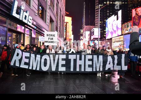 Die New York City Koalition zu entheben und entfernen Sie melden Sie nationalen Demonstrationen ein Ende zu Donald Trump Präsidentschaft am 17. Dezember 2019 in T Nachfrage