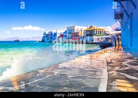 Blick auf die berühmte malerische kleine Venedig Bucht der Stadt Mykonos in Mykonos in Griechenland - Stockfoto