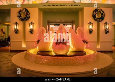 Orlando, Florida. Dezember 18, 2019. Swan Brunnen in der Lake Buena Vista Gegend - Stockfoto