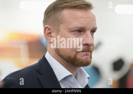 St. Petersburg, Russland - Dezember 3, 2019: Ex-Torhüter der russischen Fußball-Nationalmannschaft Vyacheslav Malafeev während der Eröffnung der Ventilator ID Center für die UEFA Euro 2020. Drei Gruppenspiele und Viertelfinale wird in Sankt Petersburg statt.