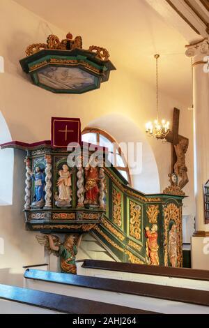 Sorkwity, barocke Kirche aus dem 17. Jahrhundert, die Kanzel, Woiwodschaft Ermland-Masuren, Polen - Stockfoto