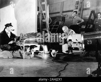 FRANCHOT TONE JOAN CRAWFORD ROBERT YOUNG und Regisseur Howard Hawks auf ehrliche filmen wir leben heute 1933 Geschichte von William Faulkner Metro Goldwyn Mayer - Stockfoto