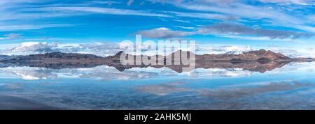 Panorama der Berg Reflexionen auf dem Salzsee in Utah - Stockfoto