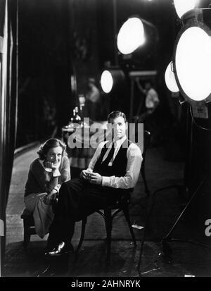 JOAN CRAWFORD und Clark Gable auf offener Satz während der Dreharbeiten von besaß 1931 Regisseur Clarence Brown Metro Goldwyn Mayer - Stockfoto