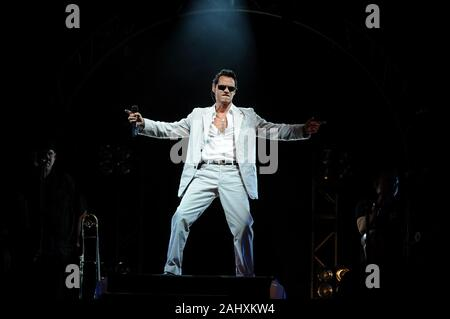Mailand, Italien 01/07/2008 Lateinamerikanische Festival am Assago Forum: Der Sänger Marc Antony während des Konzerts - Stockfoto