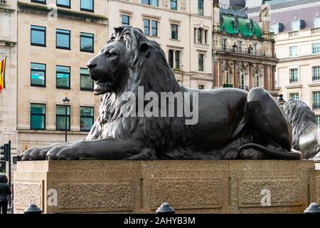 Bronze Skulptur eines Löwen auf dem Trafalgar Square, London