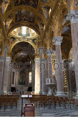 Reisen in Europa: Innenansicht der Kathedrale Basilica della Santissima Annunziata del Vastato in Genova (Genua), die Hauptstadt der Region Ligurien - Stockfoto