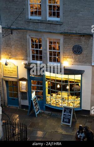 Historische essen Sally Lunn Haus und Museum abends beleuchtet, Badewanne, Somerset, England, Vereinigtes Königreich, Europa - Stockfoto