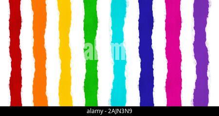 Streifen von Bunte bunte Papier, alle Farben des Regenbogens und weiß isoliert Papier mit zerrissene Kanten zwischen ihnen. Fähigkeit, alle Streifen zu schneiden - Stockfoto