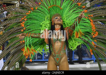 Rio de Janeiro, 9. Februar 2018. Spezielle Gruppe Samba Schulen Parade während der Rio de Janeiro Karneval, im Sambodromo, in der Stadt von Rio de Jane - Stockfoto