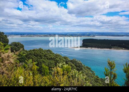 Blick auf matakana Insel von Mount Maunganui auf der Nordinsel, Neuseeland - Stockfoto